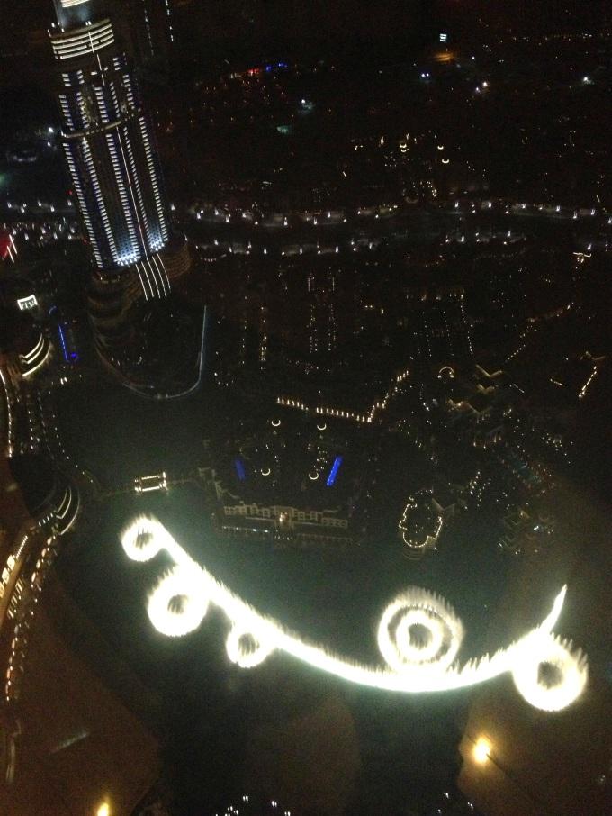Esse prédio é o nosso hotel visto do topo do Burj Khalifa.