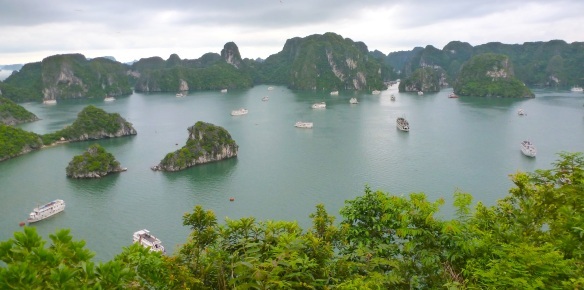 Isso é Halong Bay. This is Halong Bay.